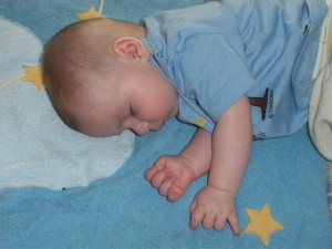 Piet schläft auf seiner Decke