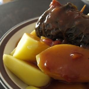 Wirsing-Roulade mit Kartoffeln
