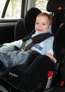 Zum ersten Mal im Autositz