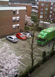 Die Umzugswagen sind da.