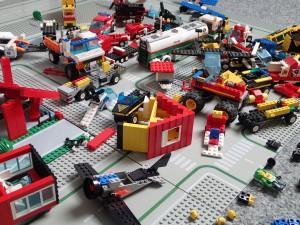 Lego-Stadt in Trümmern