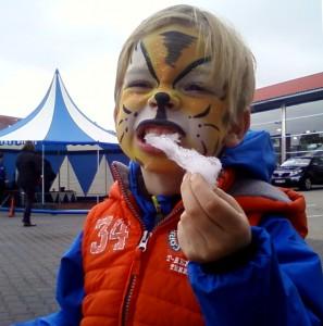Der Tiger zerreißt die Beute...