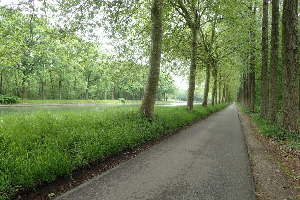 Fernradweg in Belgien, immer am Kanal entlang.
