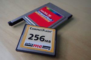 CF-Karte mit 256 MB, riesig, war auch mal eine Festplatte im AMIGA 600.