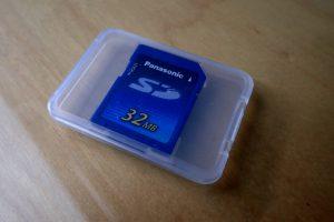 32MB, meine erste SD-Karte, Preis: ca. 150 Euro.