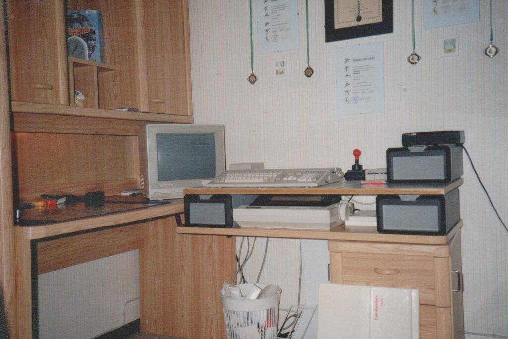 Amiga 500 mit 1084S und 9-Nadeldrucker in meinem Kinderzimmer 1988.